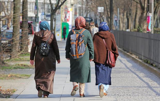muslime AfD Deutschland Gewalttaten Opfer islam politischer-islam neonazis islamischer-staat hakenkreuz