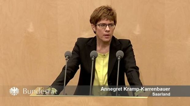 csu deutscher-bundestag katholische-kirche ministerpraesident digitalisierung saarland bayern horst-seehofer bundestagswahl oskar-lafontaine eu-kommission AfD pkw-maut