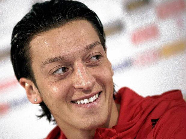fussball rassismus fußball recep-tayyip-erdogan Mesut-Özil Deutscher-Fußball-Bund EIntracht Frankfurt Deutsch-Türke