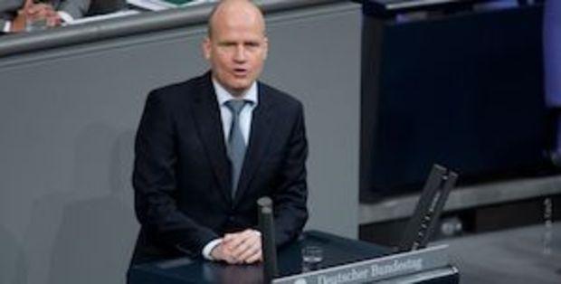 angela-merkel csu ursula-von-der-leyen volker-kauder Jens Spahn Markus Söder Ralph Brinkhaus CDU-Fraktion Carsten Linnemann CDU-Machtkampf