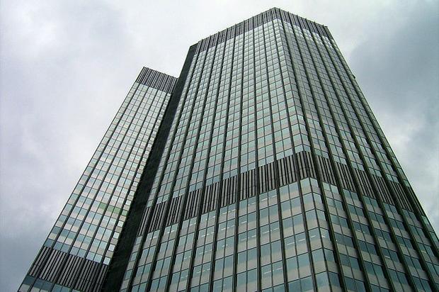 finanzkrise europaeische-union wirtschaftskrise griechenland europaeische-zentralbank ueberschuldung umschuldung