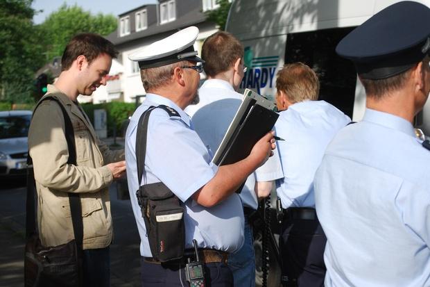 demokratie polizei wutbuerger gewaltenteilung