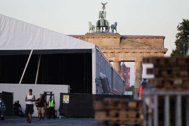 berlin brandenburger-tor christopher-street-day public-viewing
