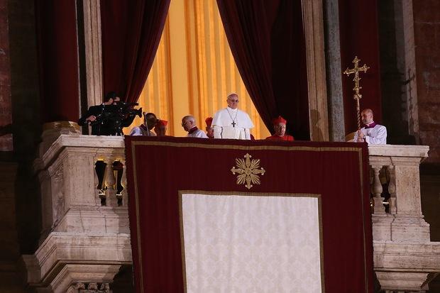 katholische-kirche papst-benedikt-xvi kirchenreform papst-franziskus