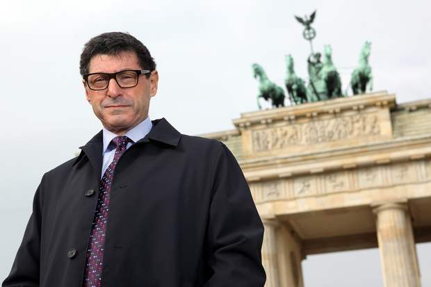 Born to parents Myer Sopel and Miriama Sopel on 22nd May 1959, in London, England, the TV presenter and correspondent for BBC World News is currently employed to the post of  North America Editor for the BBC