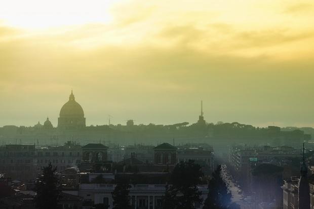 papst-johannes-paul-ii italien radio-vatikan schuldenkrise prostitution vatikan silvio-berlusconi